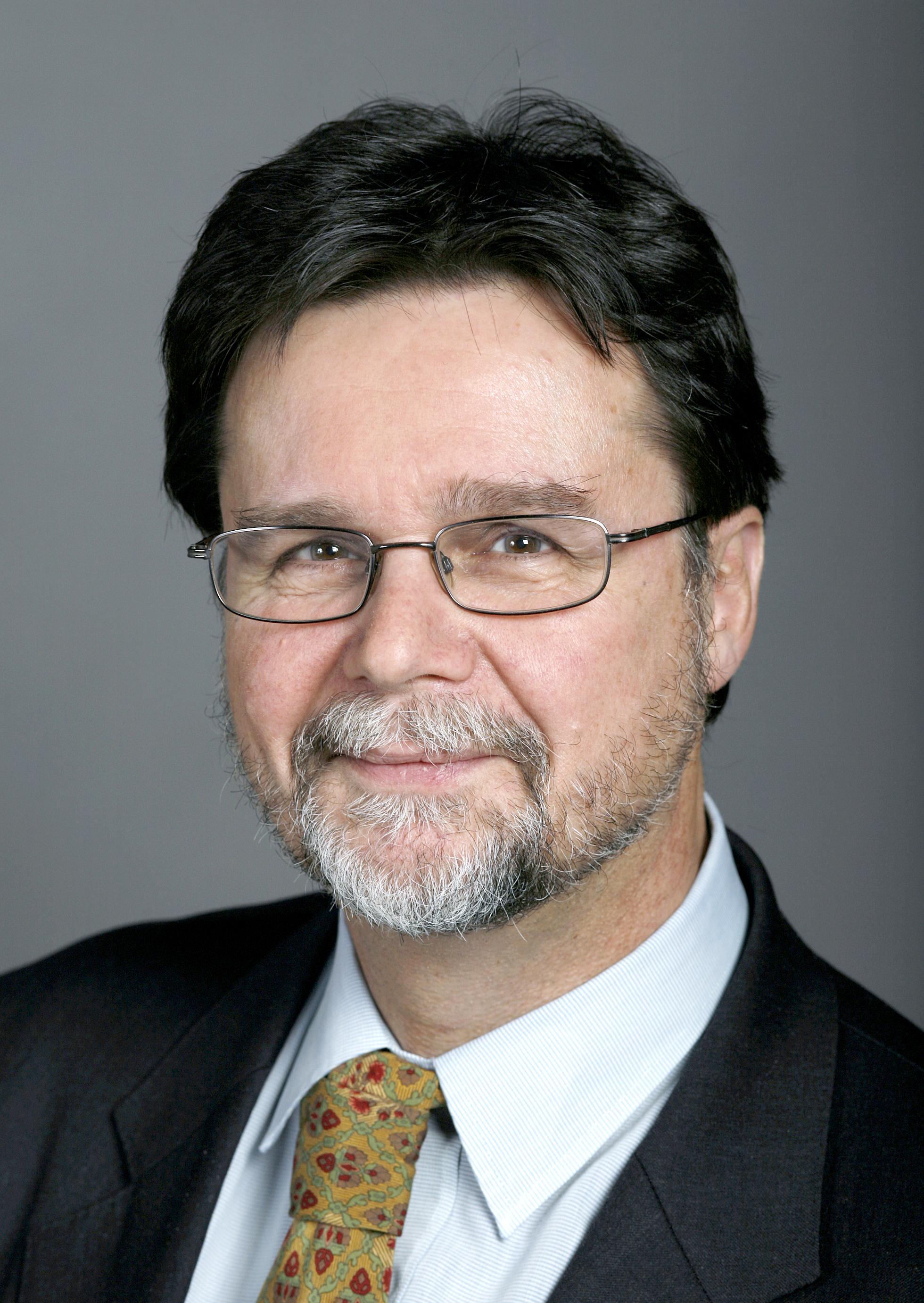 Robert Cramer Net Worth