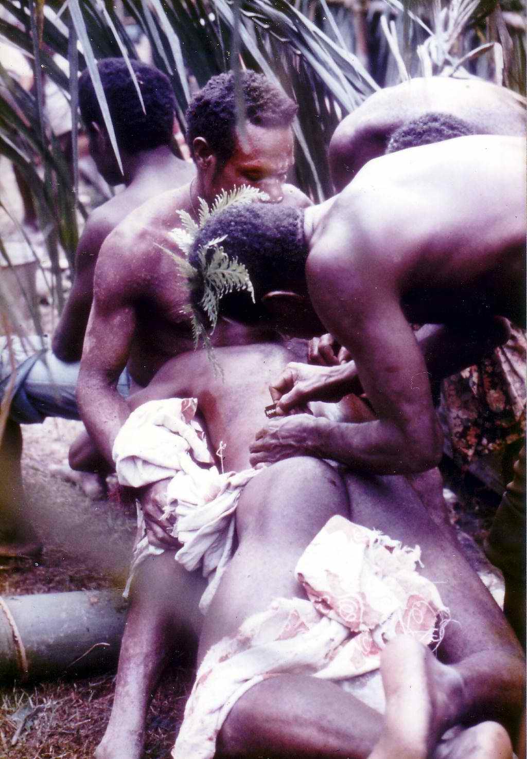 seksualnie-izvrasheniya-plemen