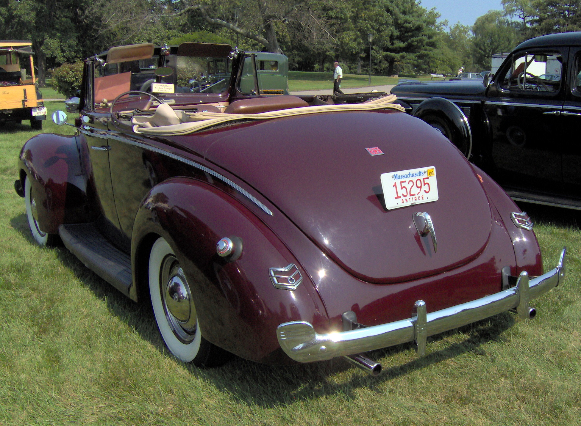 Ford V8 Deluxe Cabriolet