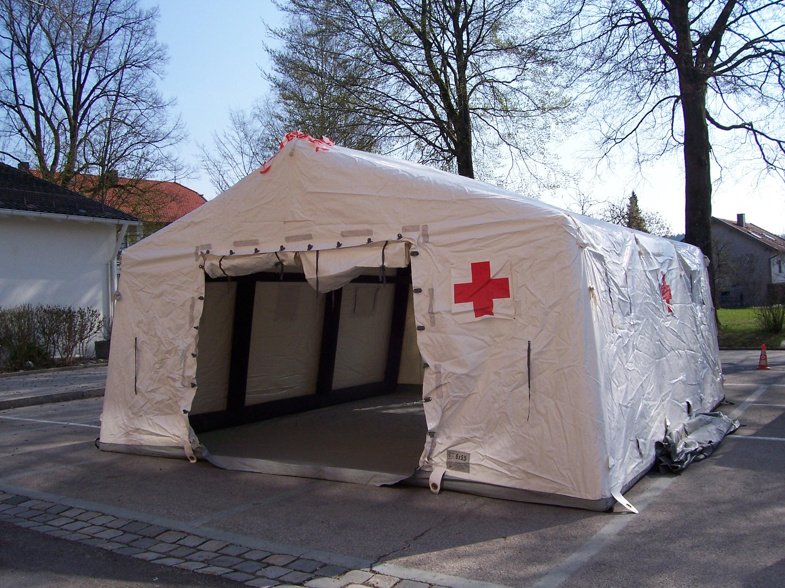 Zelt Auf Wohnmobilstellplatz : Sanitätszelt