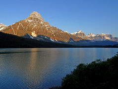 Ältester Nationalpark in Kanada, Mount Chephren und Waterfowl Lake (vom  Icefield Parkway aus)