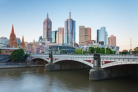 Melbourne Skyline and Princes Bridge - Dec 2008.jpg