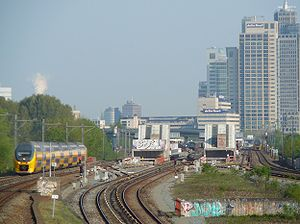 Ein InterCity in Amsterdam