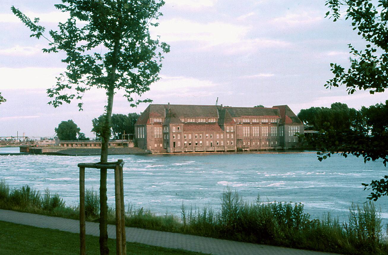 http://de.academic.ru/pictures/dewiki/65/Altes_Weserwehr_Bremen-corr.jpg