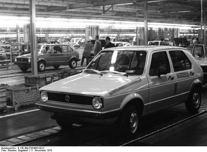 29268486 together with 1994 Volkswagen Jetta Overview C5932 moreover 1992 Volkswagen Golf Pictures C5945 in addition 1446038 together with Sieben Generationen Vw Golf 5040620. on 1980 vw cabriolet
