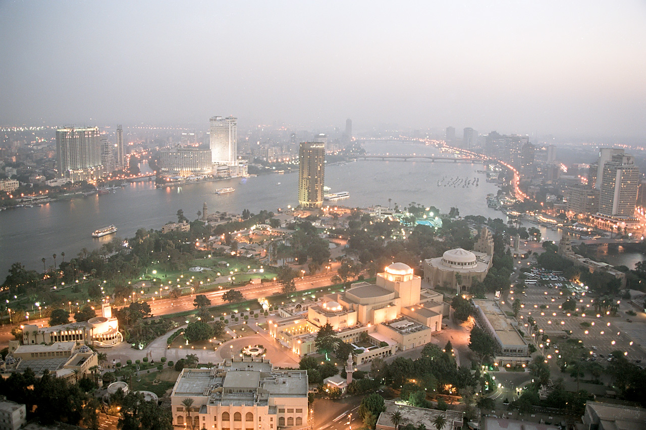 http://de.academic.ru/pictures/dewiki/67/Cairo__evening_view_from_the_Tower_of_Cairo__Egypt__Oct_2004.jpg