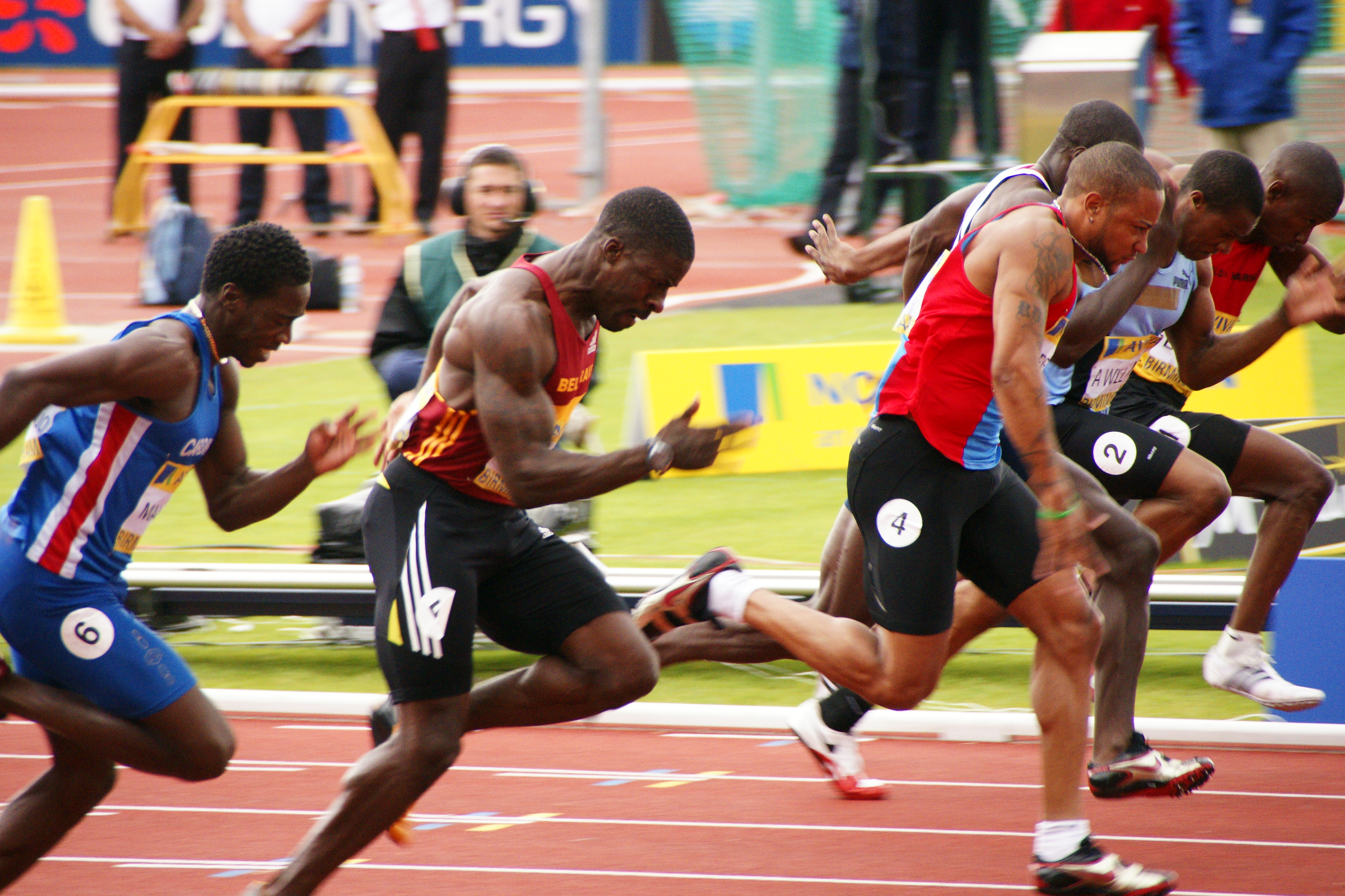 Темнокожая легкоатлетка с длинными ногтями 24 фотография