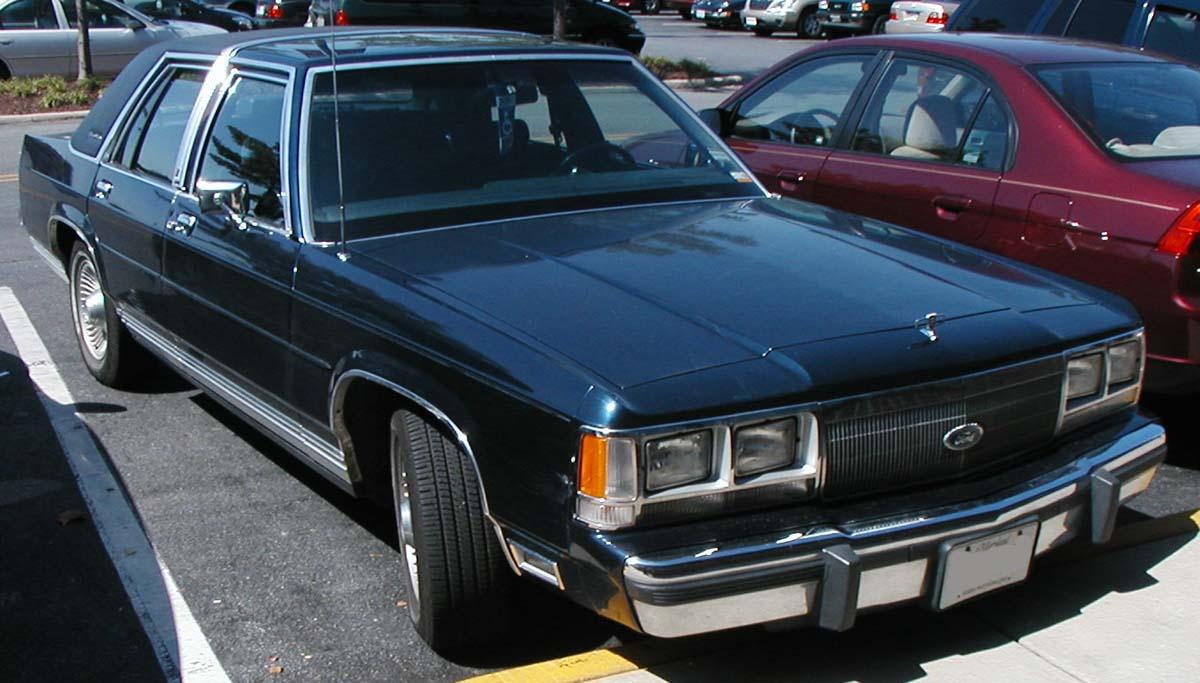 "Ford LTD ""Crown Victoria"","