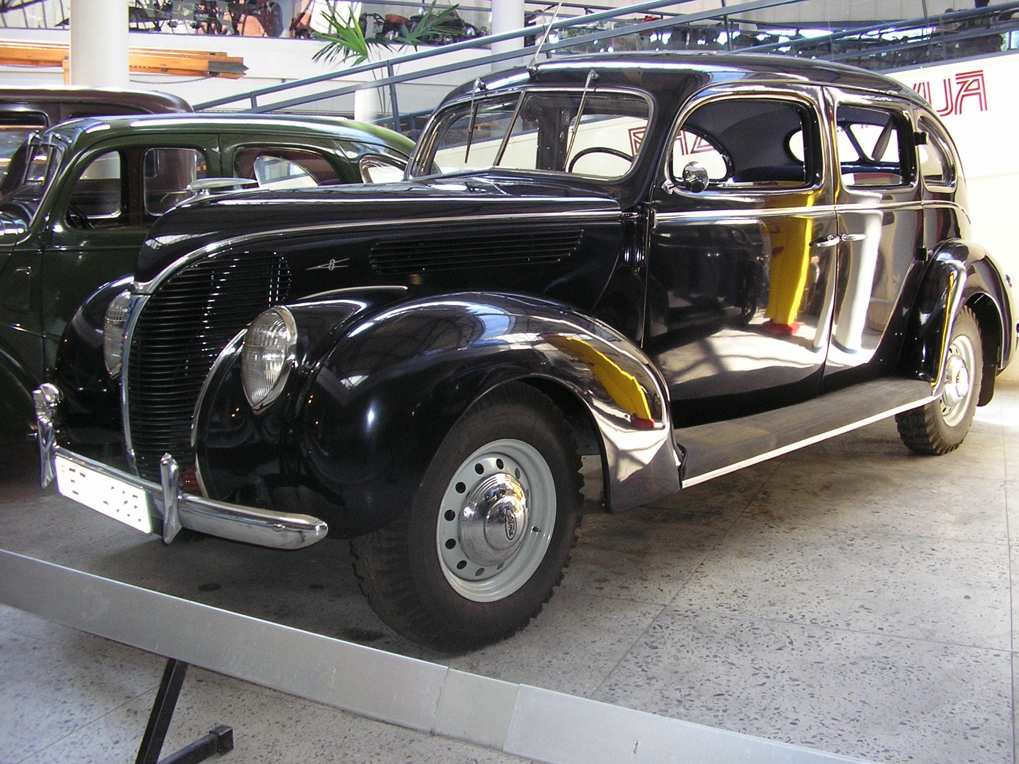 Ford V De Luxe Convertible Touring Sedan