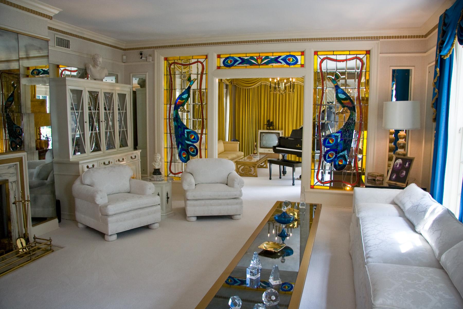 Graceland_living_room_1.jpg
