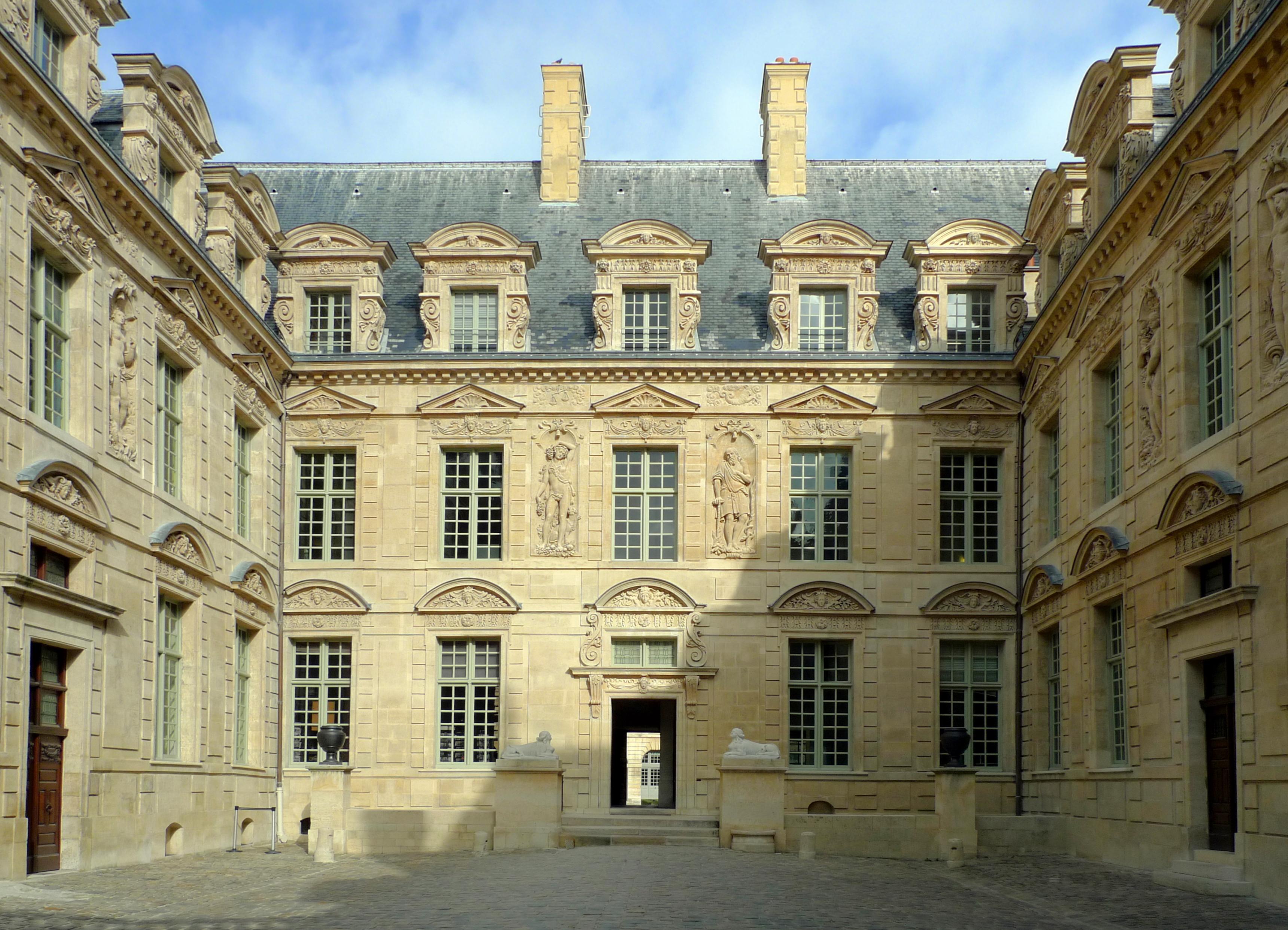 Paris Hotel De Sully