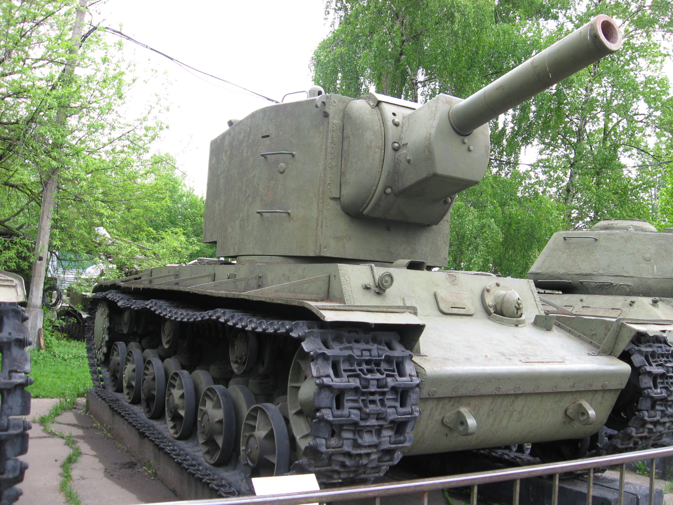http://de.academic.ru/pictures/dewiki/75/Kv-2_in_the_Moscow_museum_of_armed_forces.jpg