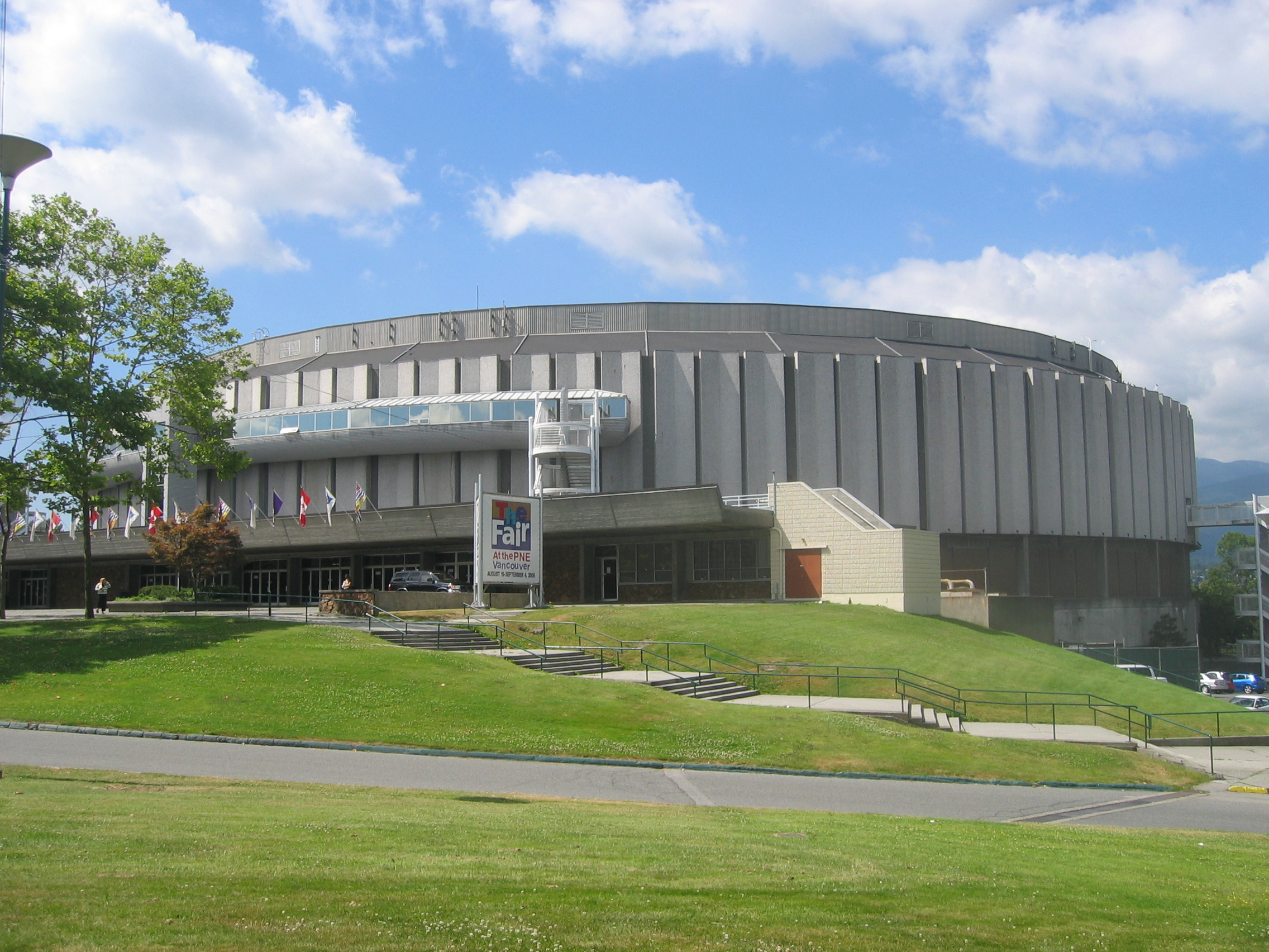 http://de.academic.ru/pictures/dewiki/80/Pacificcoliseum.jpg
