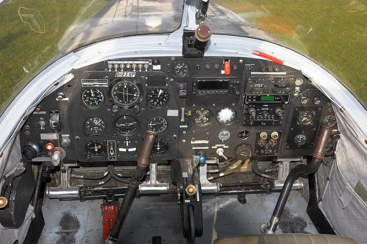 http://de.academic.ru/pictures/dewiki/80/Piaggio_P149_Cockpit.jpg