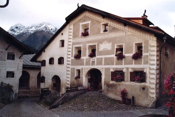 Engadiner haus - Maison campagne suisse fovea architects ...