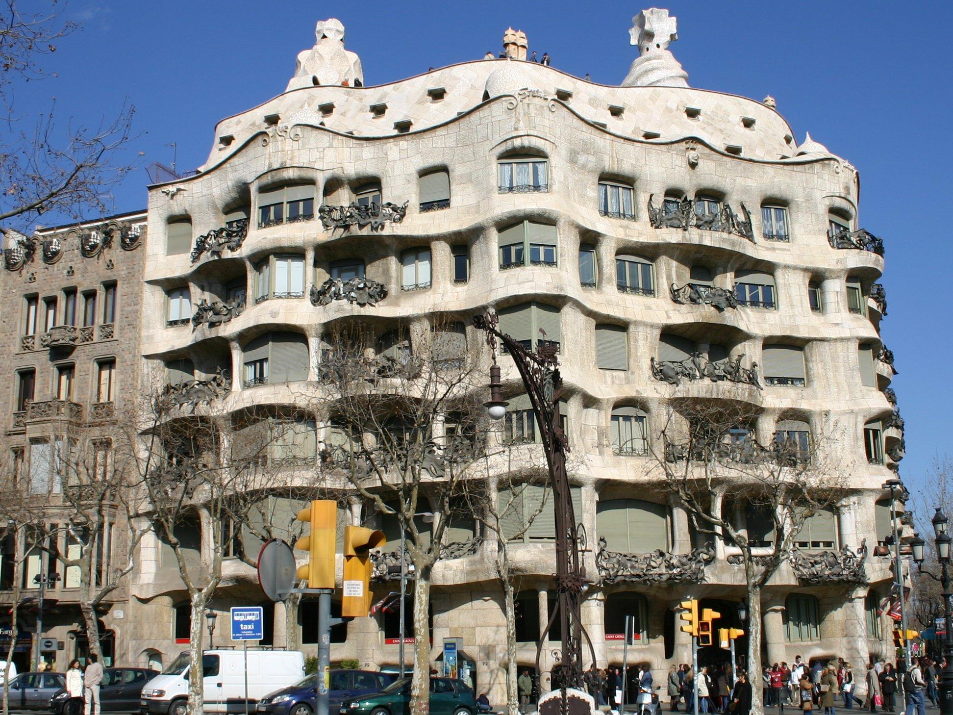 http://de.academic.ru/pictures/dewiki/83/Spain_Barcelona_Casa_Mila.jpg
