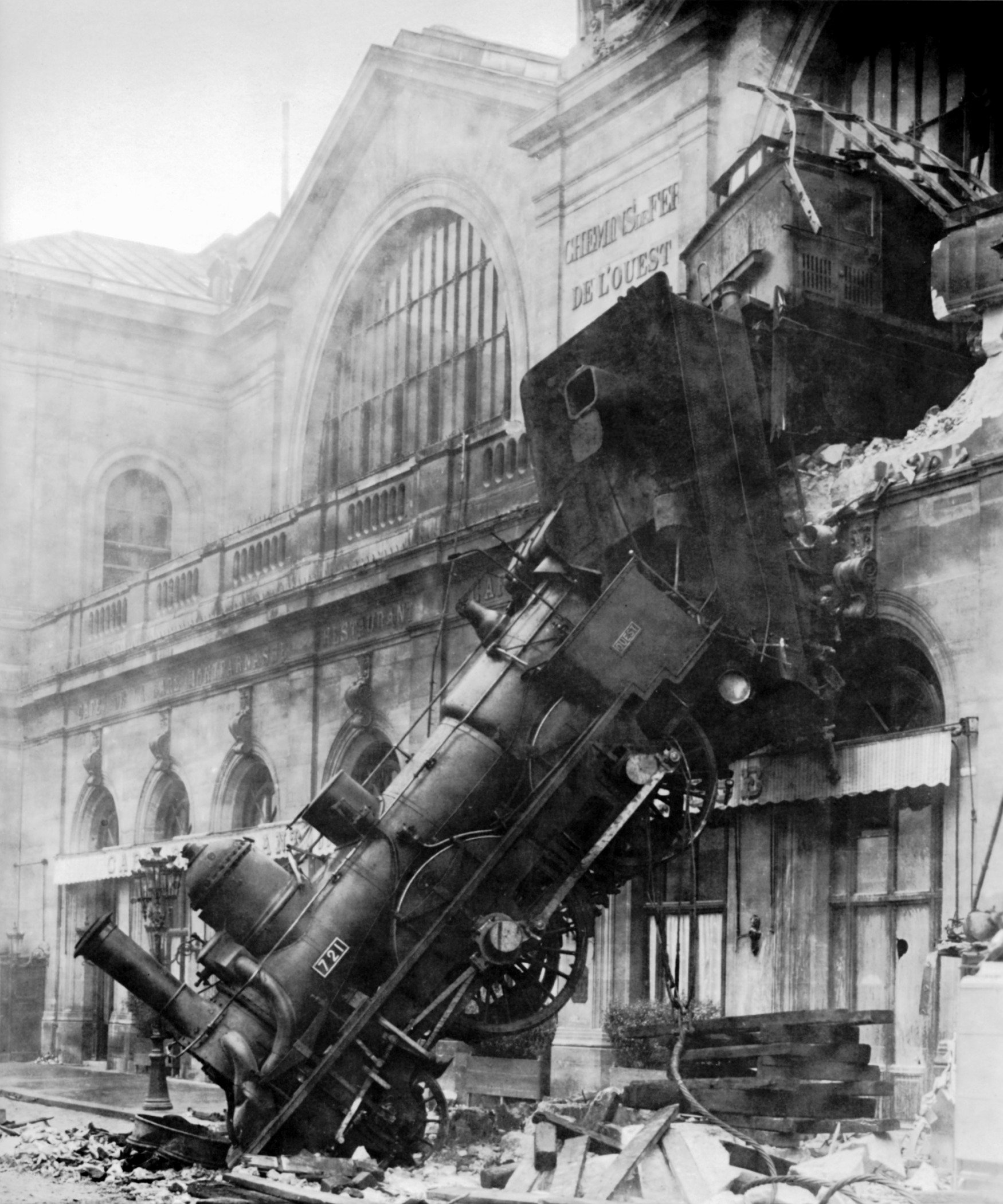http://de.academic.ru/pictures/dewiki/84/Train_wreck_at_Montparnasse_1895.jpg